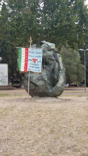 Il monumento ai caduti: una tappa della tradizionale marcia della pace che culmina a Figline, luogo del martirio di 29 partigiani e cittadini che ha avuto luogo proprio il 6 settembre 1944.