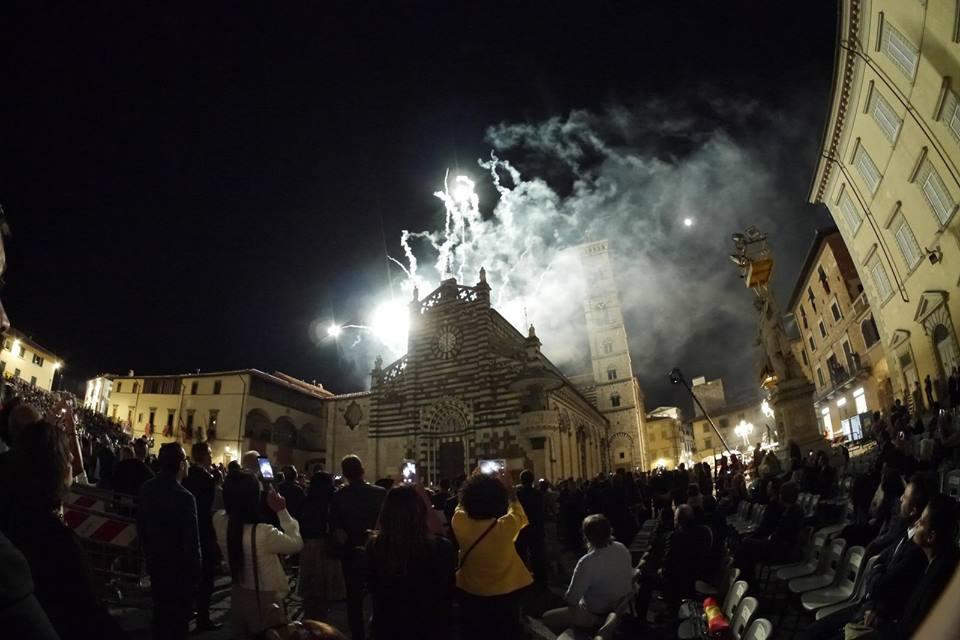 <p><span>Corteggio Storico: i tradizionali fuochi d'artificio</span></p>