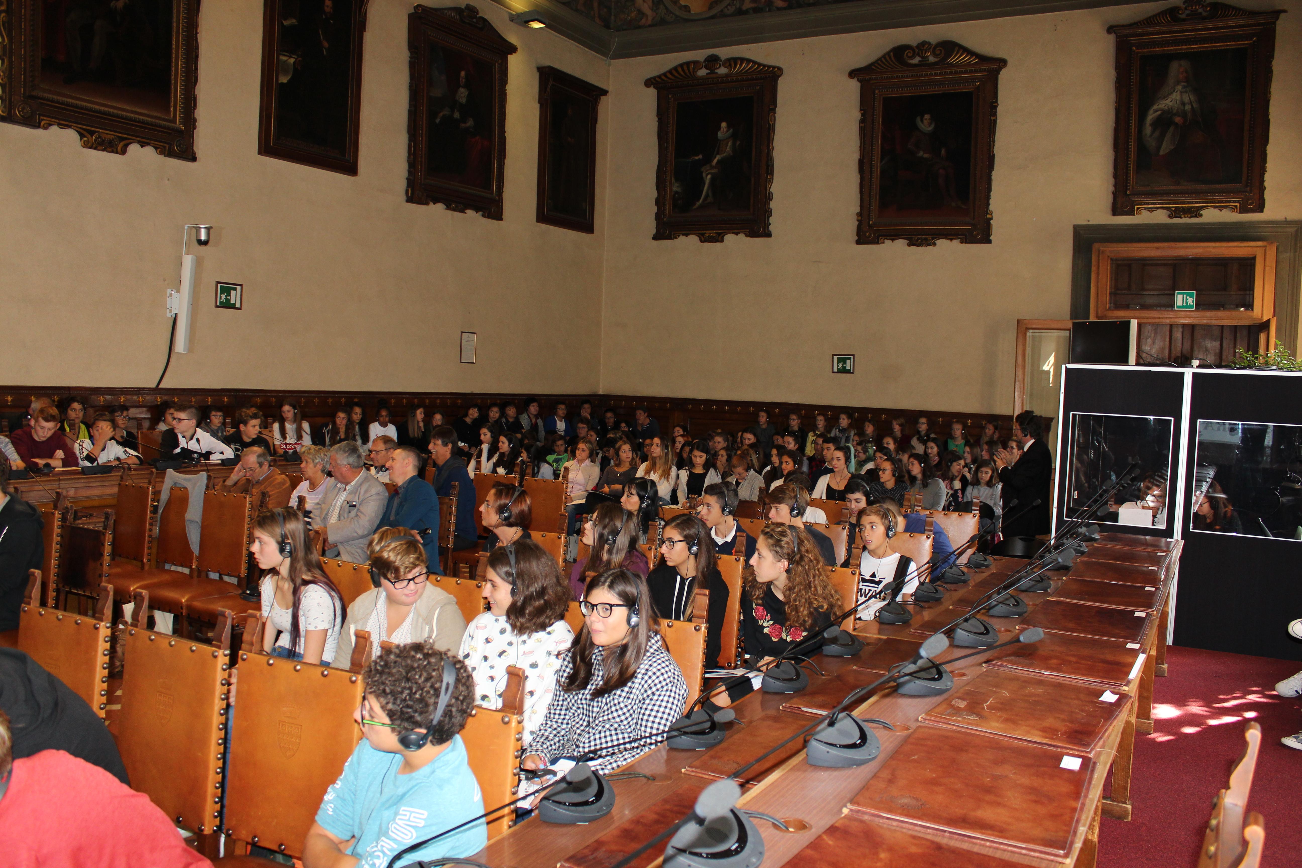 <p>Gli studenti delle scuole di Prato e Ebensee che hanno partecipato all'incontro pubblico: