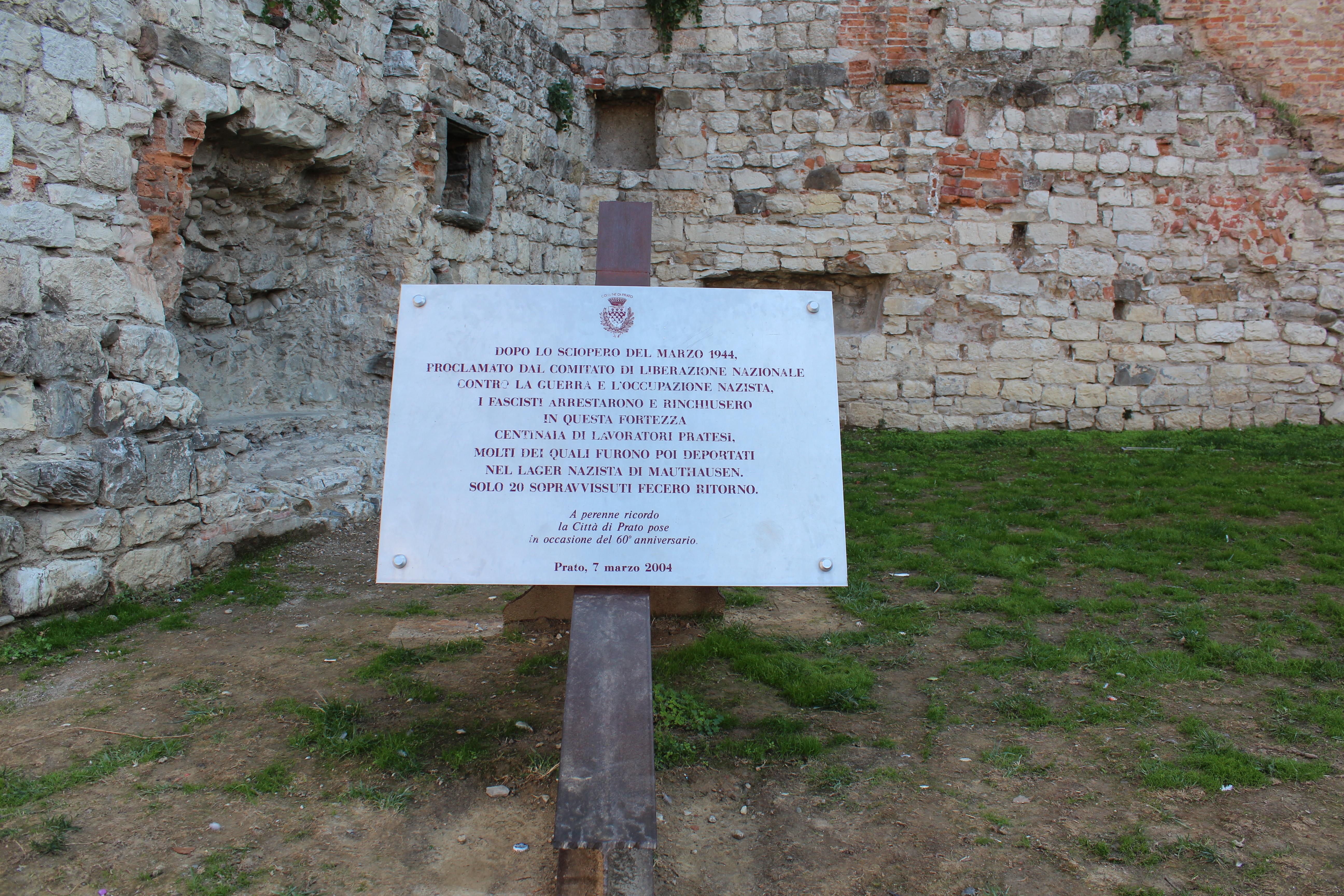 <p>Targa commemorativa i caduti durante l'olocausto a Prato</p>